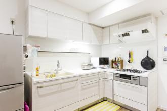2人でお料理を楽しむための開放的なキッチンスペース