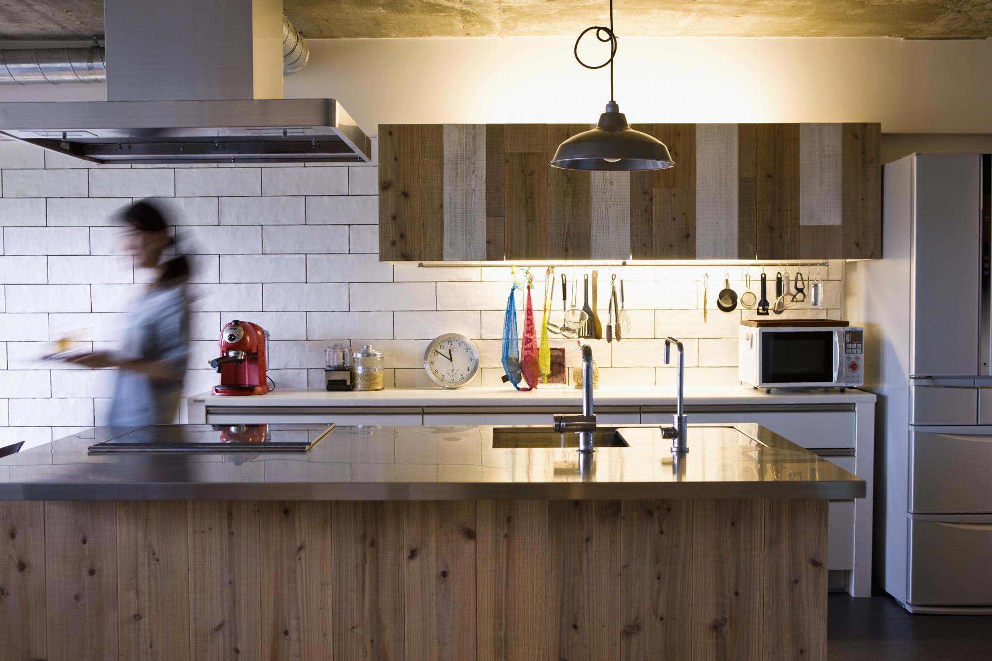 ■マンションから戸建てまで豊富なサービスメニューで暮らしにあわせた家づくりをサポートいたします。 お客様一人一人に合わせた住まいづくりと豊かな暮らしの実現を願って、一棟丸ごとリノベーション分譲マンションから、中古(マンション・戸建)購入+リノベーションのワンストップサービス、リノベーション済みマンションや戸建てリノベーション物件の販売など、こだわりに合わせて選べる豊富なリノベーションサービスメニューをご用意しています。  気になる安心安全面でのクオリティ確保のための独自基準や資金計画アドバイス・有利な提携ローンも充実。 リノベーションセミナーや見学会も随時開催。 年会費・入会費無料の「Club ReNOVATION」会員になると、物件情報・イベント情報を優先的にご案内する他、リノベーションブック「+R」をプレゼントしています。