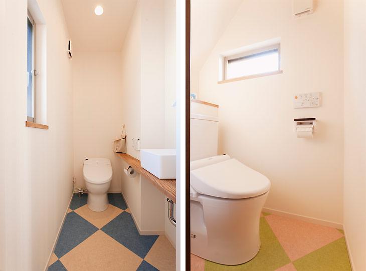 (写真左)2階のトイレはブルー×ベージュのダイヤ柄のフロア (写真右)1階のトイレも同じ柄でピンク×グリーンと色を変えています