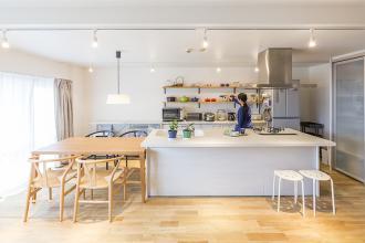 フードコーディネーターの女性が、築30年のマンションをリノベしたら?