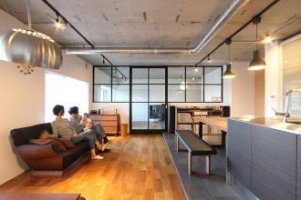 築20年のマンションをリノベーション。正方形のお部屋をより広く活かすための間取り