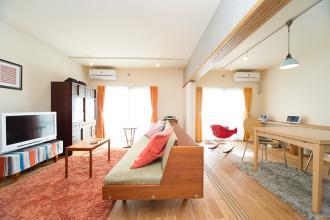 モロッコ×ミッドセンチュリーがコンセプト。家具探しが楽しくなるリノベーション
