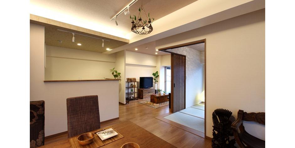 人気エリアの中古マンションを購入し、リノベーション。LDKを見渡せる対面式キッチン、大容量のファミリークロークを備えたおしゃれで開放感のある理想の住まいを実現しました。