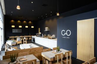 倉庫をリノベーションしたカフェ