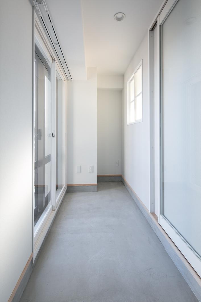 明るい玄関土間。風通しにも1役。