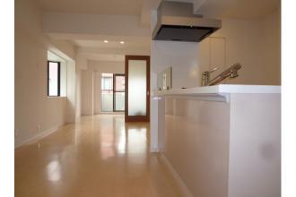 築年数の古いビンテージマンションをモダンで明るい室内にリノベーション