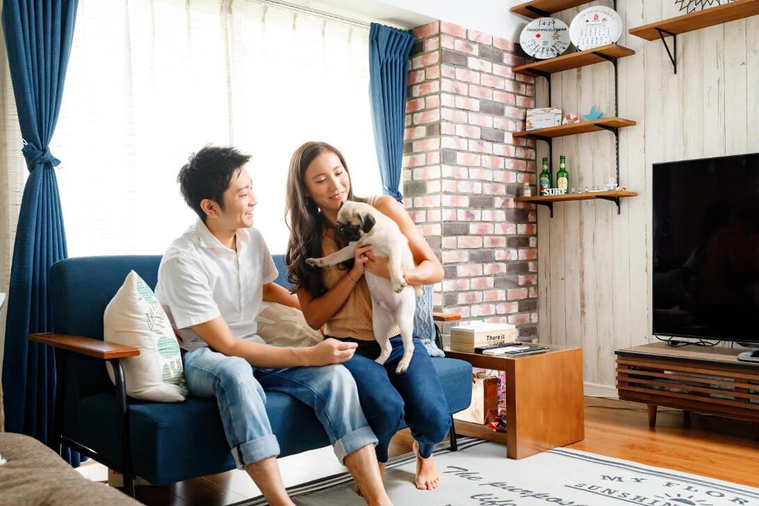 ワンちゃんを迎え入れるため、リビングの床は床暖房。床材には滑りにくいフローリングを使用し、ワンちゃんも過ごしやすい家に。