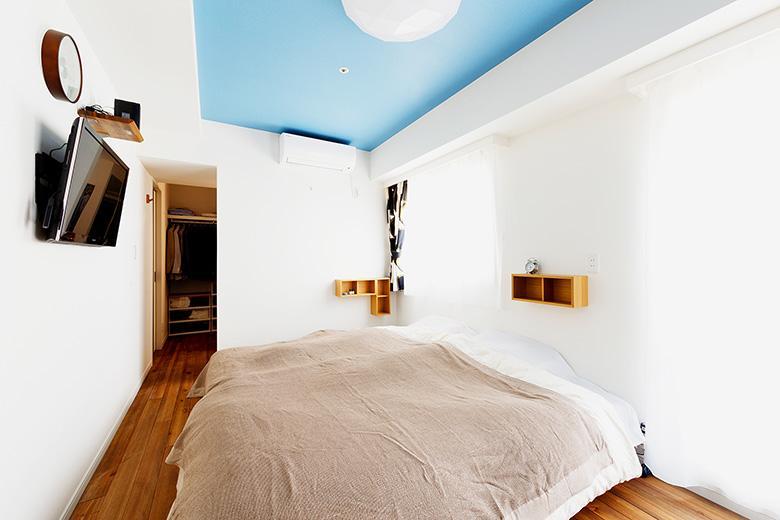 寝室にはベッドで寛ぎながら見れる高さにテレビが欲しいというご要望に応え、壁の補強を行いました。