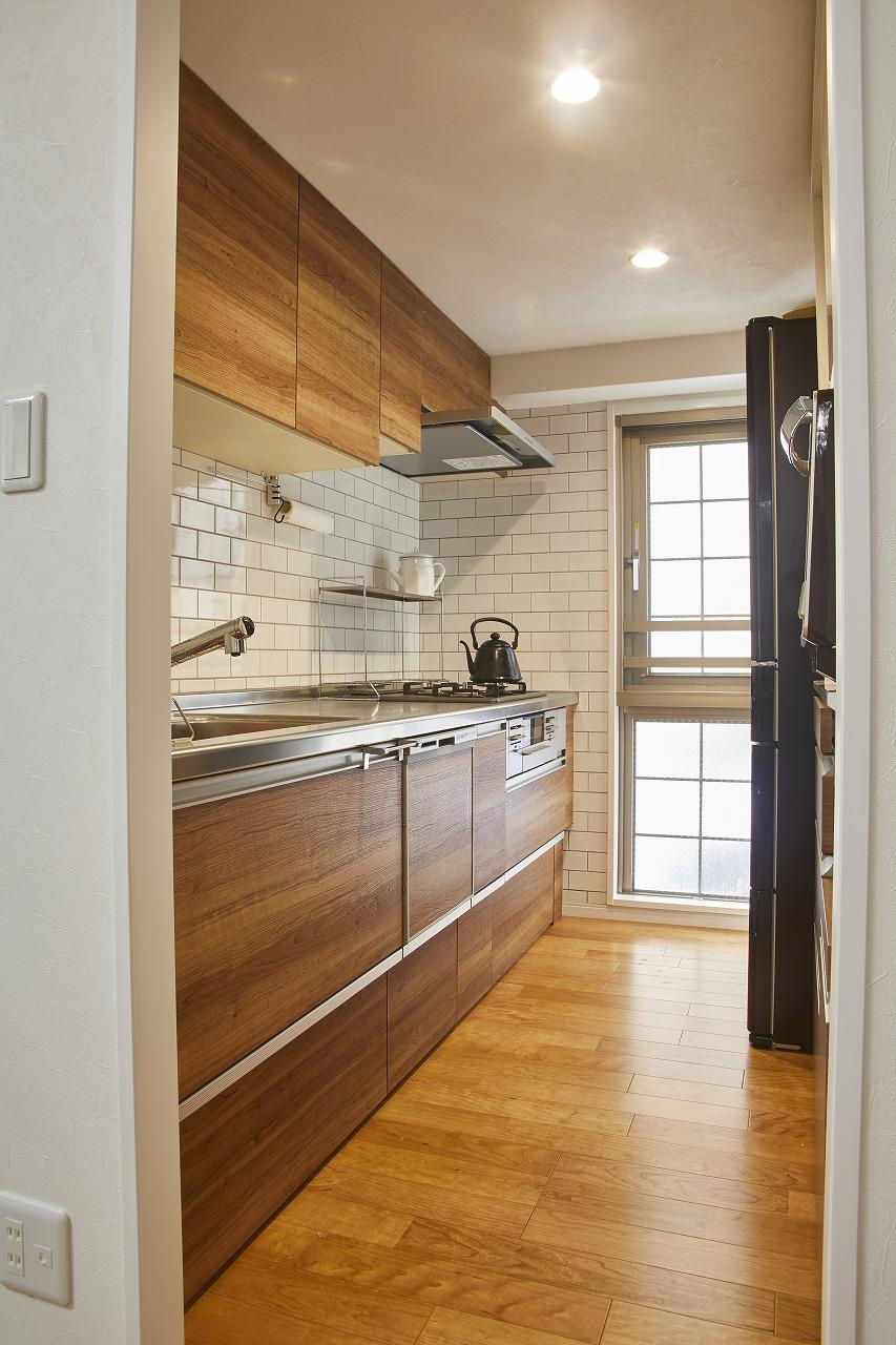 キッチンを飾るタイルはサブウェイタイルを採用。