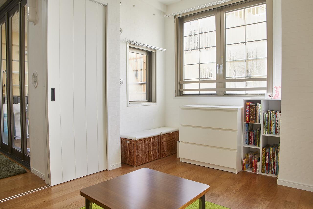 採光が採れる洋室は、白を基調に明るい空間へ。