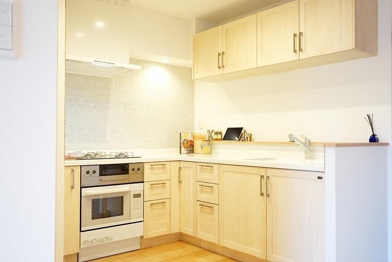 オーブンをビルトインして作業スペースを広く