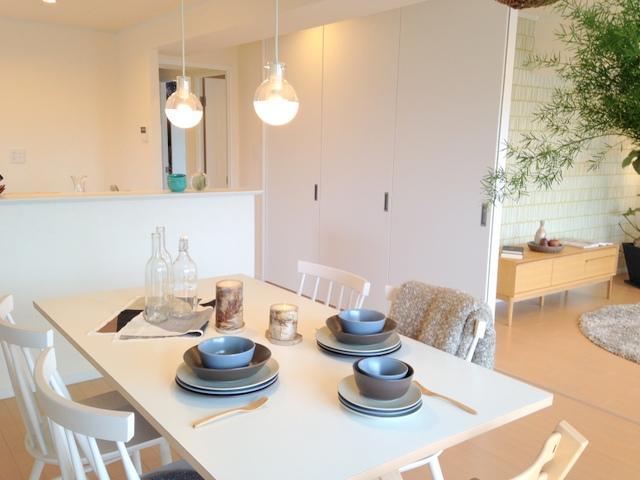 事務所近くに、実際にリノベーションをした店舗が御座います。また11月より、事務所近くでマンションの実例もご覧頂ける環境が整っております。マンションでは、北欧スタイルでコーディネートもしているので、お部屋のイメージも掴み易くなっております。