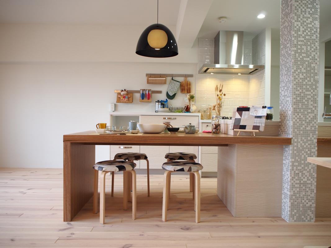 キッチンからつながるダイニングテーブルで家族の団らんのお時間を!随時見学可能です!