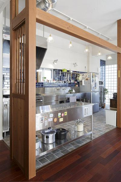 ステンレス製のキッチン家具