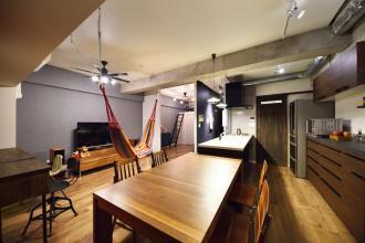 空きスペースを工夫して叶えたゆったりリビングの家 -就学前に子ども部屋と収納も!