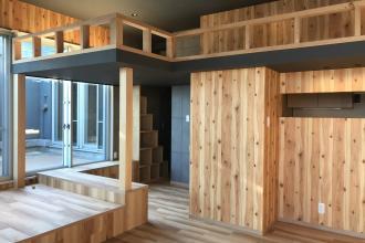 木目を楽しむ家