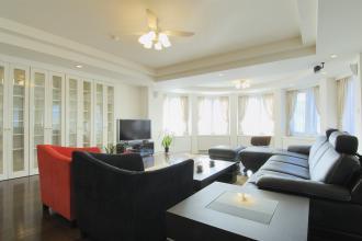 特殊サイズの設備や家具を活かし、使い勝手のいい新築のような部屋へ。