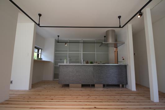 「建築家だからカッコいいのは当たり前!床下から天井までしっかり断熱補強」のリビングダイニング