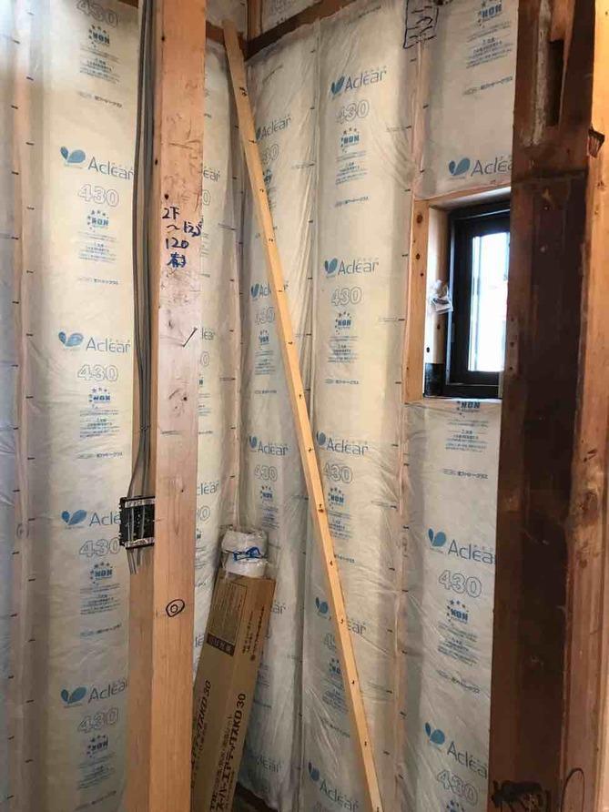 経年劣化してしまった断熱材をしっかりと更新して、一年を通して冷暖房の効率がよい省エネに家にします。※写真は参考例