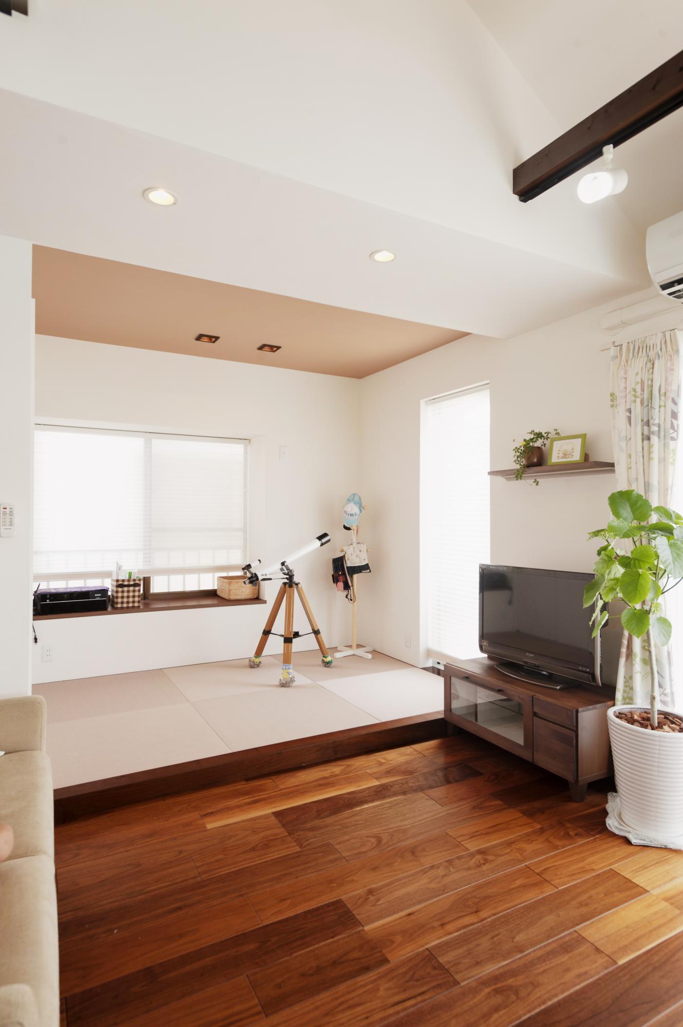 サイズダウンした和室は壁をなくして、LDKの一部になっています。 小さな畳スペースでも使い方は無限です。