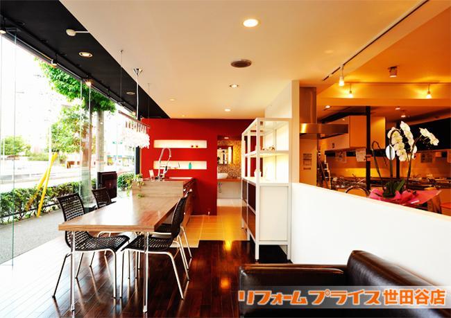 ショールーム型店舗「リフォームプライス」でイメージを膨らませてください。  ホームテックのショールームは、キッチン・ユニットバス・トイレなど各メーカーの人気設備機器を一堂に展示しており、実際にその使い心地を確かめることができます。 (東京・神奈川・埼玉に12店舗ございます。)  商品はリーズナブルなものからハイグレードなものまで、リフォームのプロが厳選したものを展示しており、お図面などお持ちいただきますと専門スタッフが基本プランをお見積りさせていただきます。  雰囲気を視覚化できるモデルLDKルームも複数のテイストで展示しているから、リフォーム後のイメージが膨らみます。床材のサンプルや室内ドアをはじめお洒落なスイッチプレートなど毎日の生活を豊かに演出してくれる小物類も充実しています。  リフォームプライス店は八王子店、多摩店、府中店、新百合ヶ丘店、世田谷店、横浜青葉店、武蔵野店、杉並店、上尾店、入間店、川口店の11舗でお待ちしております。