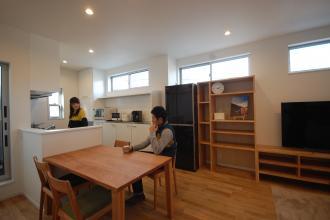 無垢材と手づくり家具を使ったナチュラルでシンプルな住まい