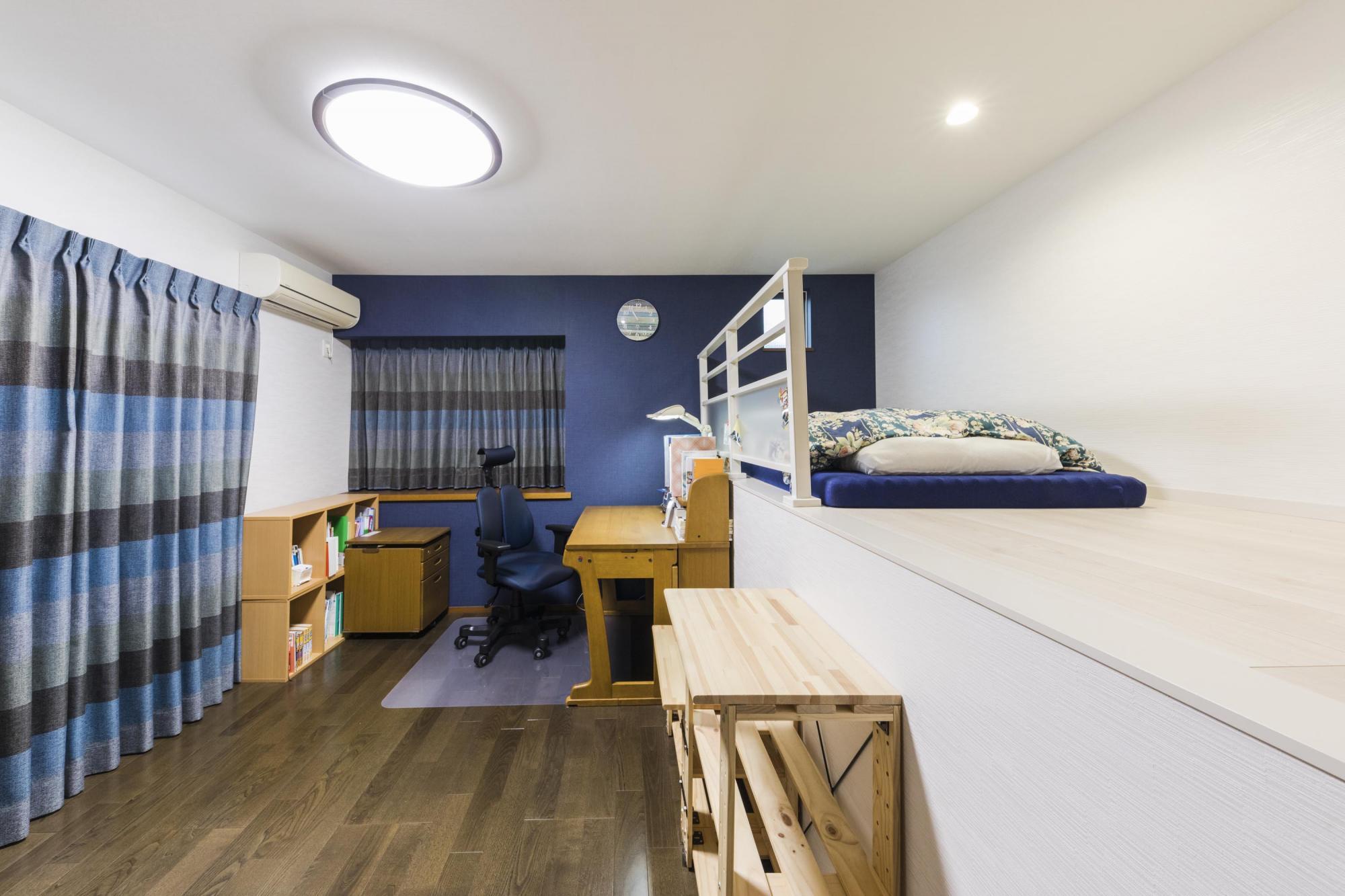 2階洋室には、ベッドスペースとして使えるロフトを設けている