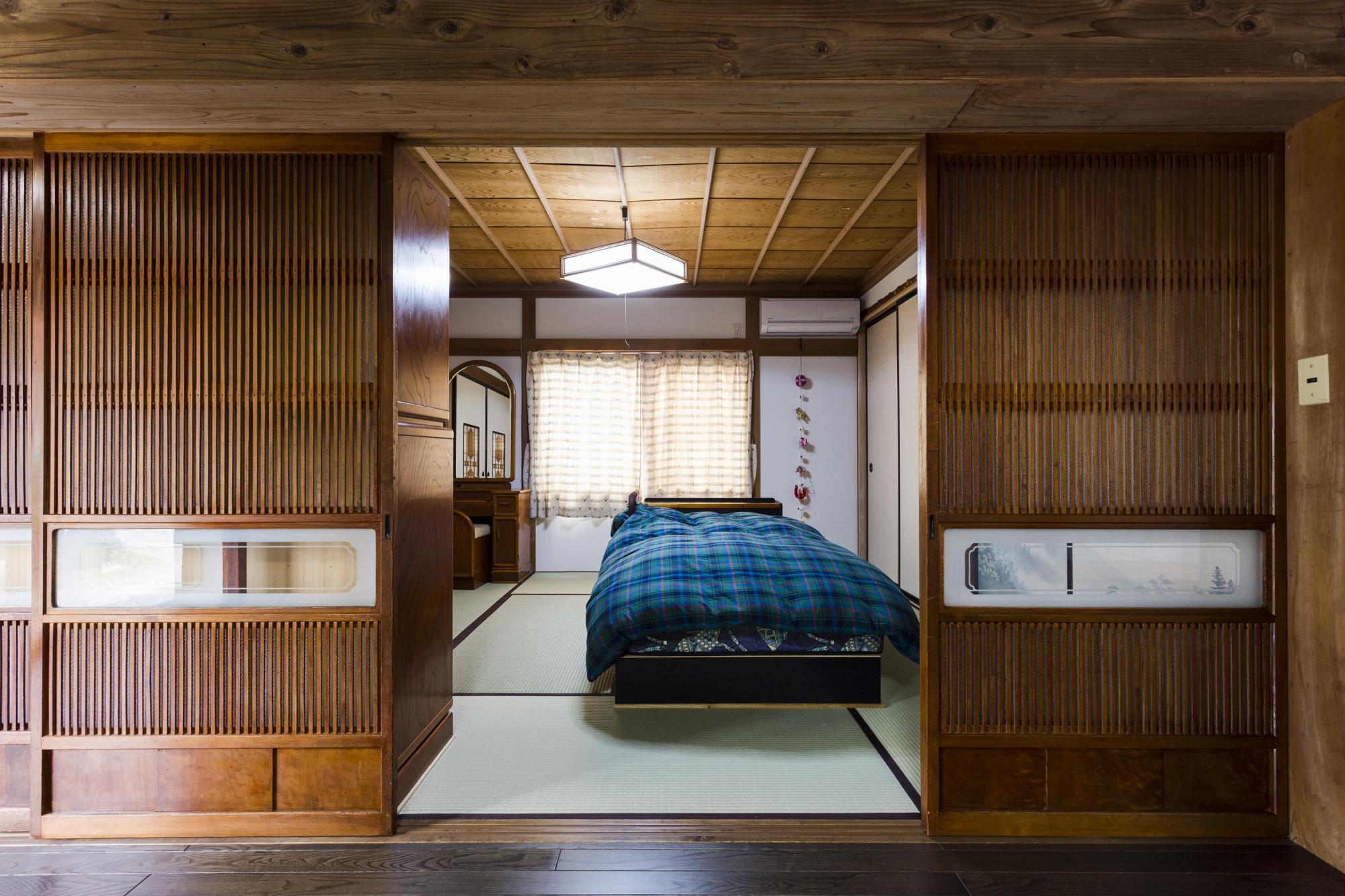 お母様の寝室。建具は既存のままに、壁は塗り替え、畳は新しく取り替えた。