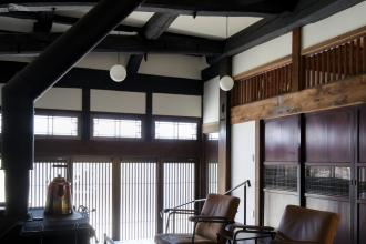 美しい古梁や建具などを残しながら、動線や機能性を高めた住まい。