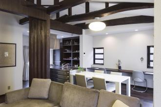 新築から方針転換。日本の良材を使って建てられた家を、住み心地を向上させ、受け継ぐ