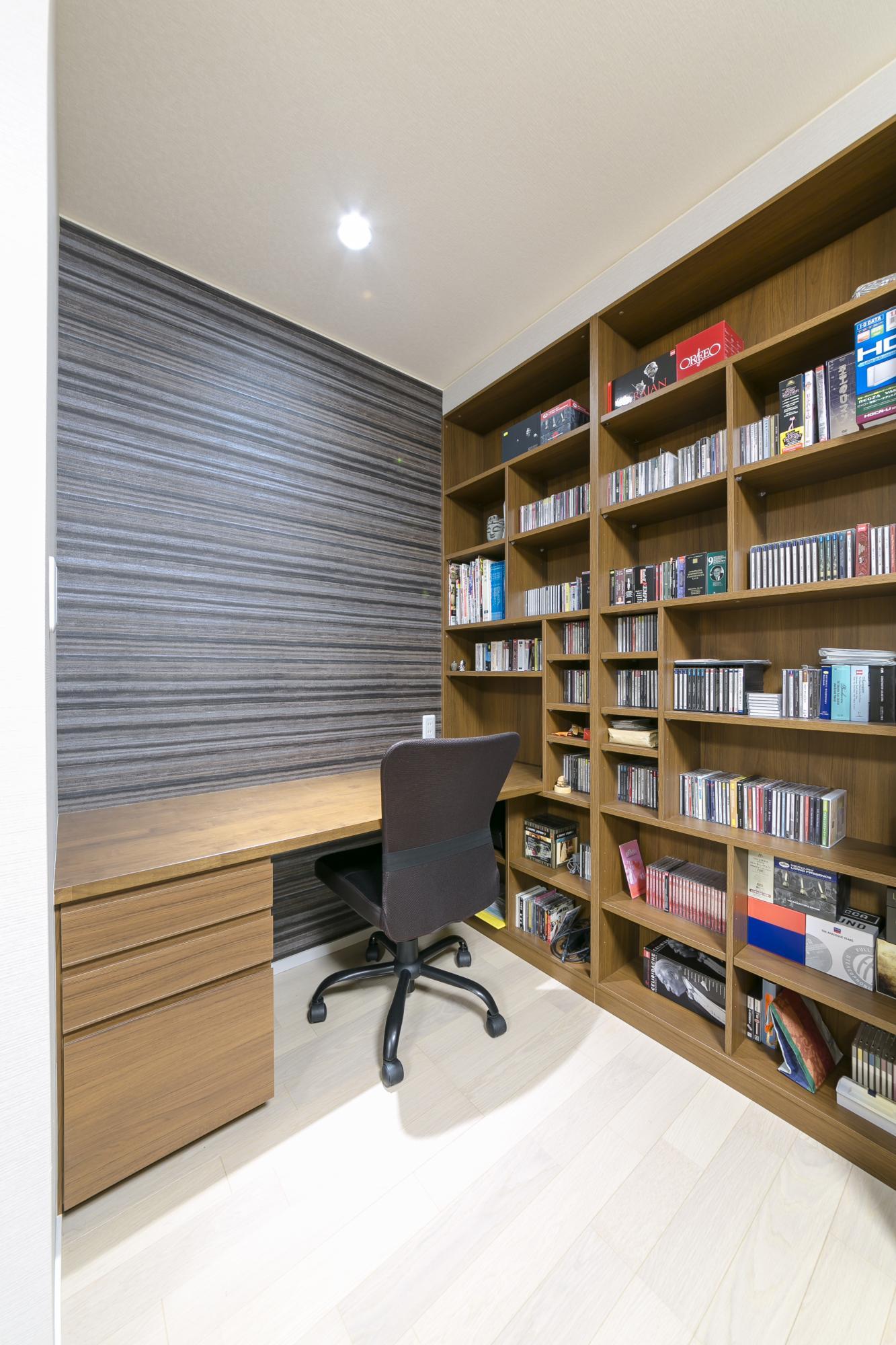 新たに2階に設けた趣味室。大量のCDもすっきりと収納した。