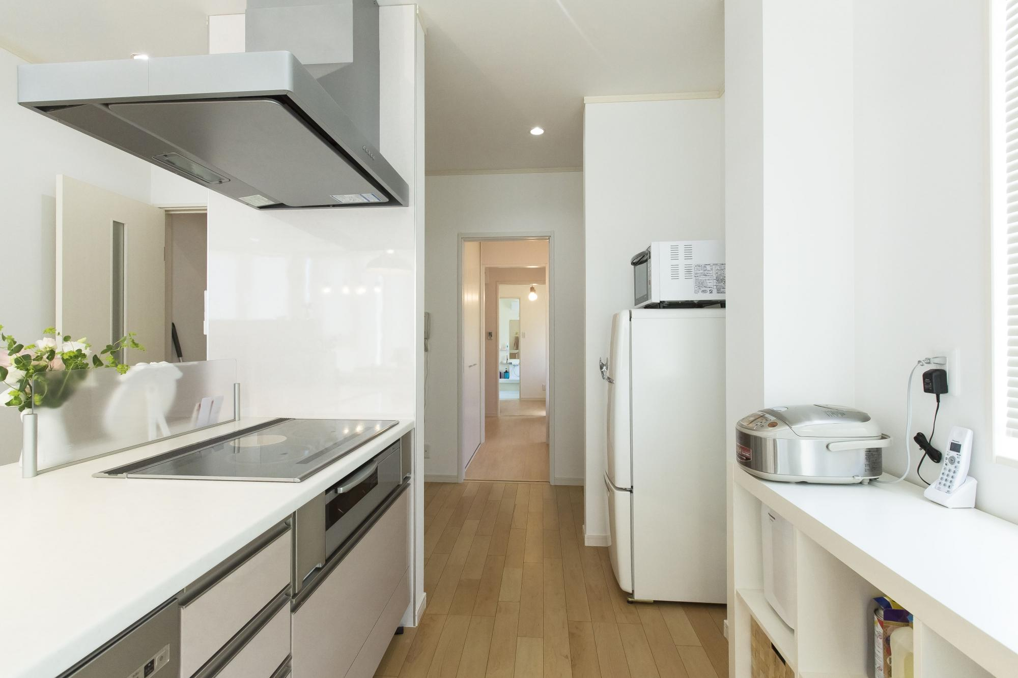 キッチンに隣接して、家事室、ユーティリティ、洗面・浴室を一直線につなげた。それにより家事の効率が向上した。