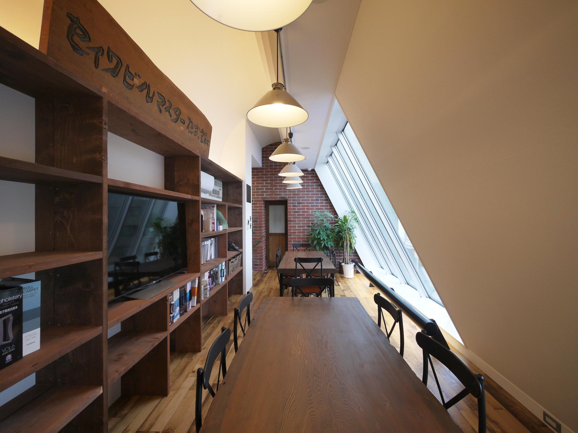 東京下町の墨田・台東地区で創業25年のリフォーム会社 セイワビルマスター。 私たちは、大工・内装・設備・クリーニングなど、それぞれの専門職人と営業とが一丸となって活動をしている会社です。 確かな技術力と思いやりの価格でお客様にご安心いただけるサービスを追求いたしております。 「自然素材の家」や「R1適合リノベーション住宅」など、これまで多数の施工実績があります。 ぜひ一度お気軽にご相談ください。
