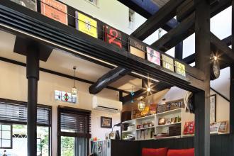 和のテイストと英国アンティークが調和 まるでカフェのようなモダンな日本家屋