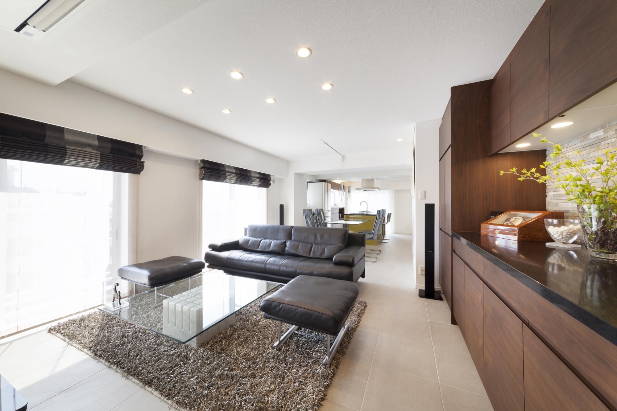マンションリフォームギャラリーを訪れた際に選んだ素焼きの床タイル。 複層ガラスサッシにより冷暖房効率に加え防音性能も向上