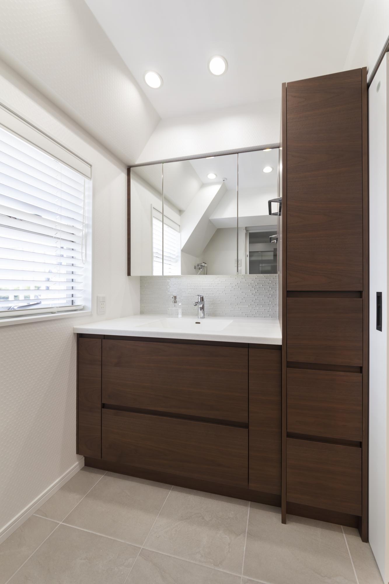 LDKとデザインを統一した洗面室
