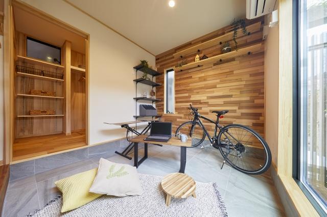 土間スペースは趣味やホームパーティを楽しんだり、実用的な室内洗濯物干しスペースとしたり多目的に使える空間です。