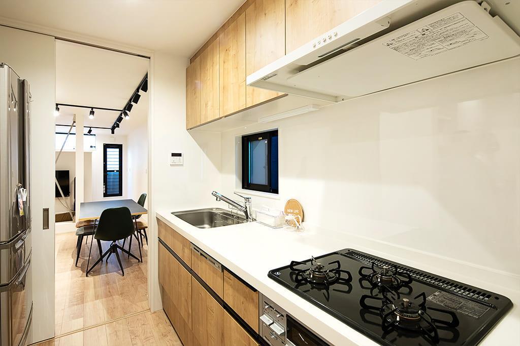 ご夫婦の身長が高いため標準サイズ+10cmのキッチンを設置。